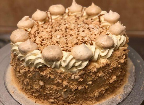 Torta helada de merengue lucuma